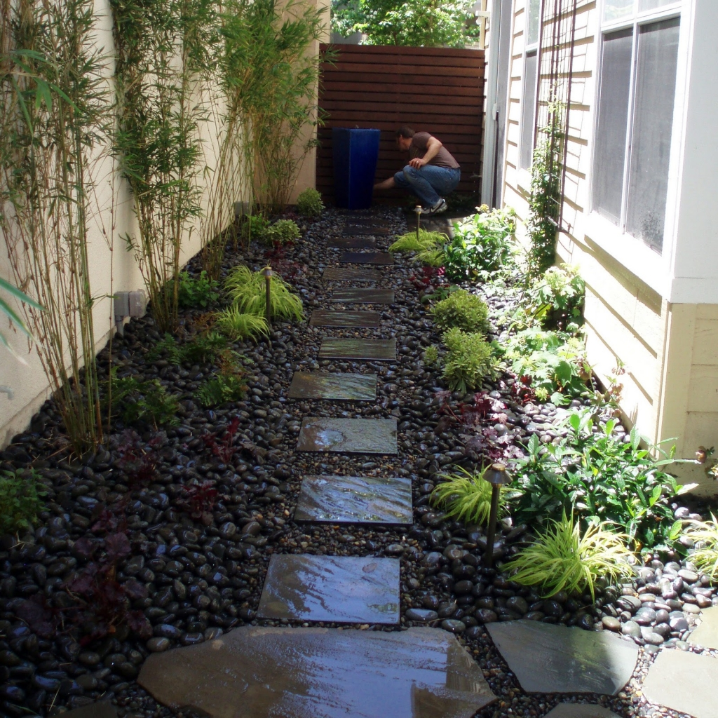 25 landscape design for small spaces for Modern garden design for small spaces