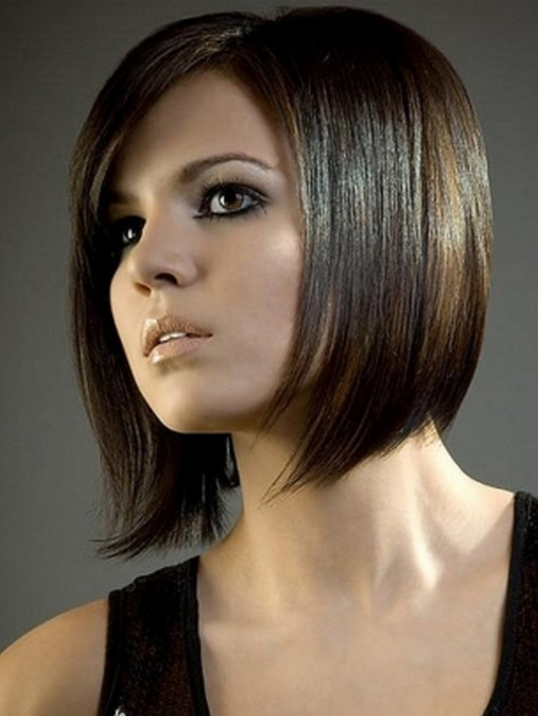 angled-bob-hairstyle-ladies-images-ttsn-by-www.topnewhairstyles.net-wp-content-uploads-Modern-Bob-HAirstyles-for-2012