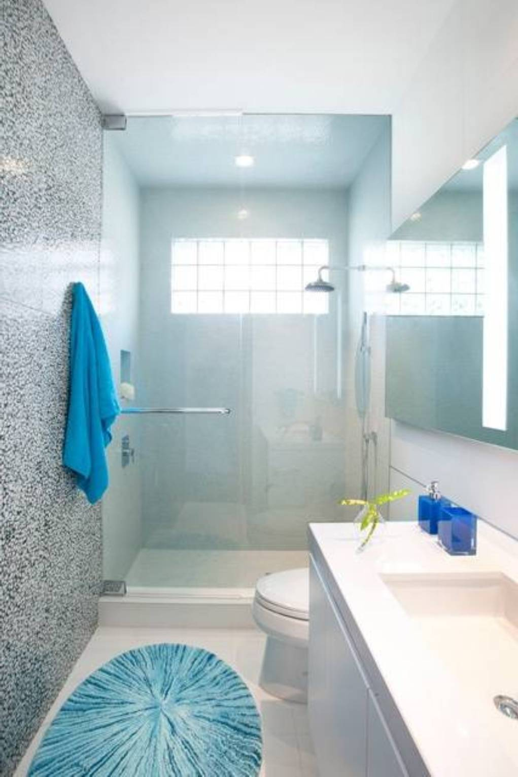 25 small bathroom ideas photo gallery for Tiny bathroom designs