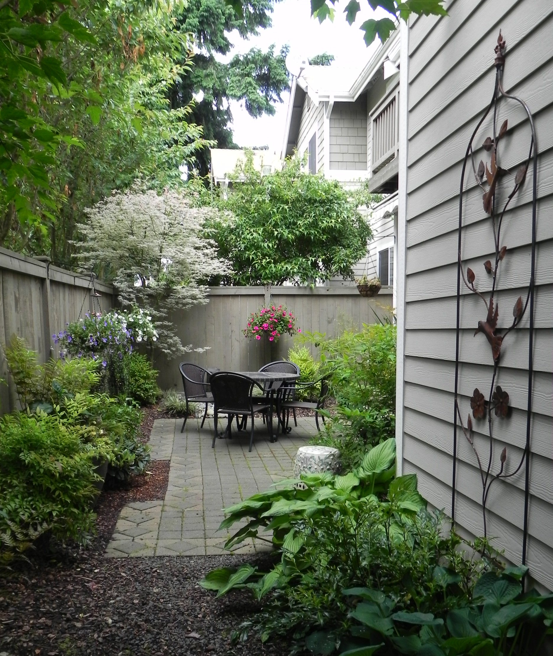25 landscape design for small spaces Small backyard garden design