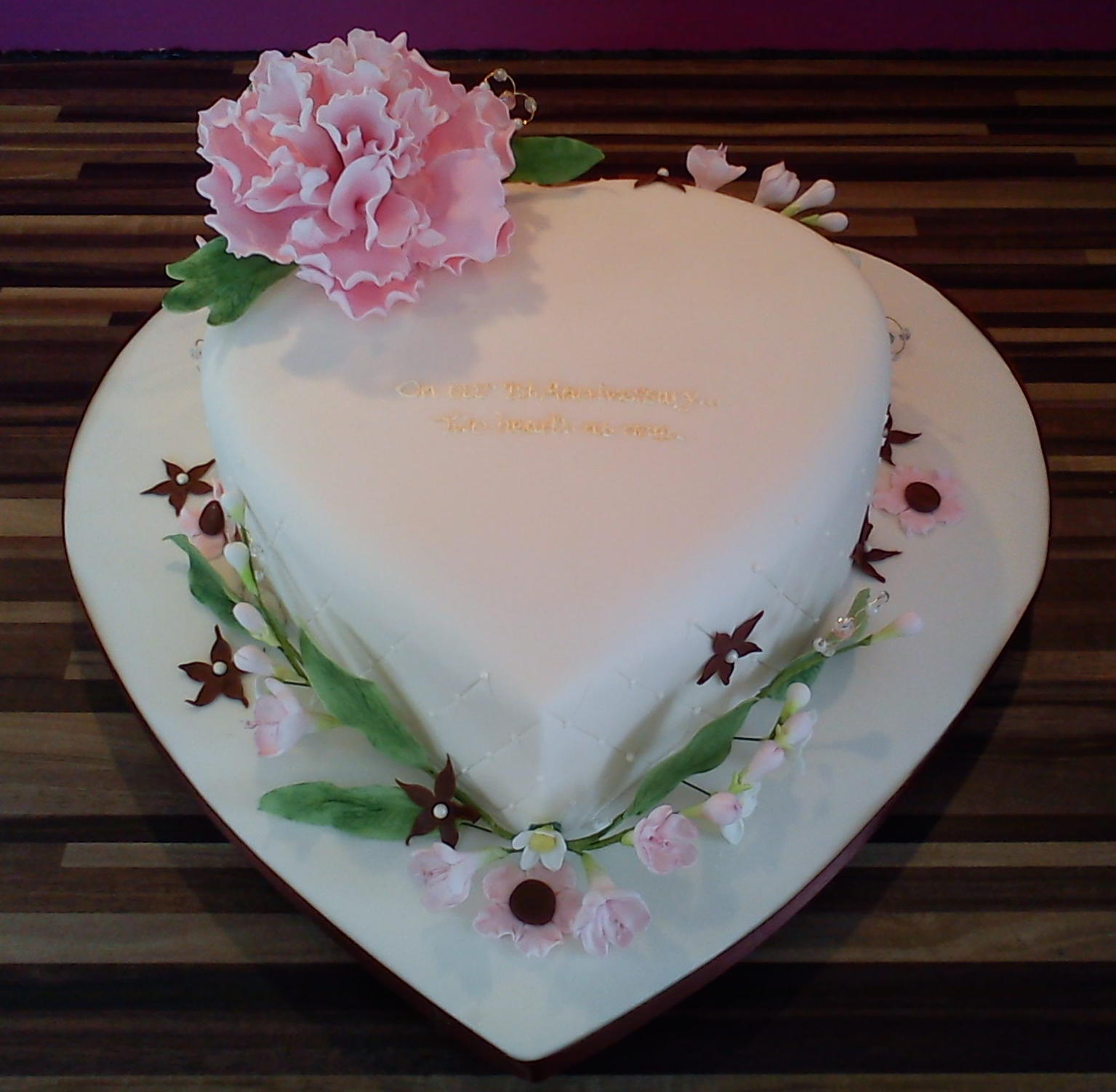 Heart shaped cake with Peony
