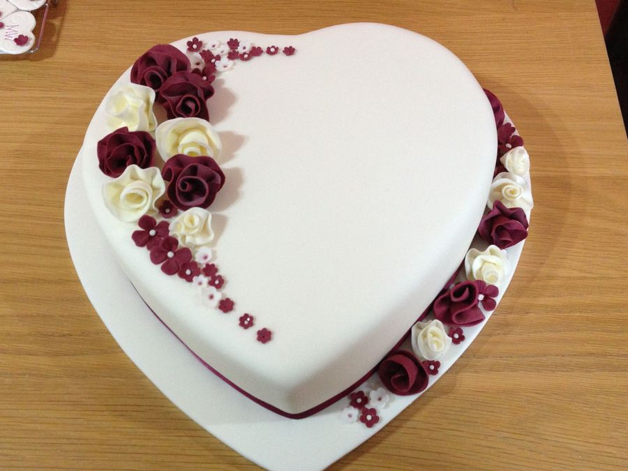 Cake Design Heart Shape : Heart Shaped Wedding Anniversary Cakes