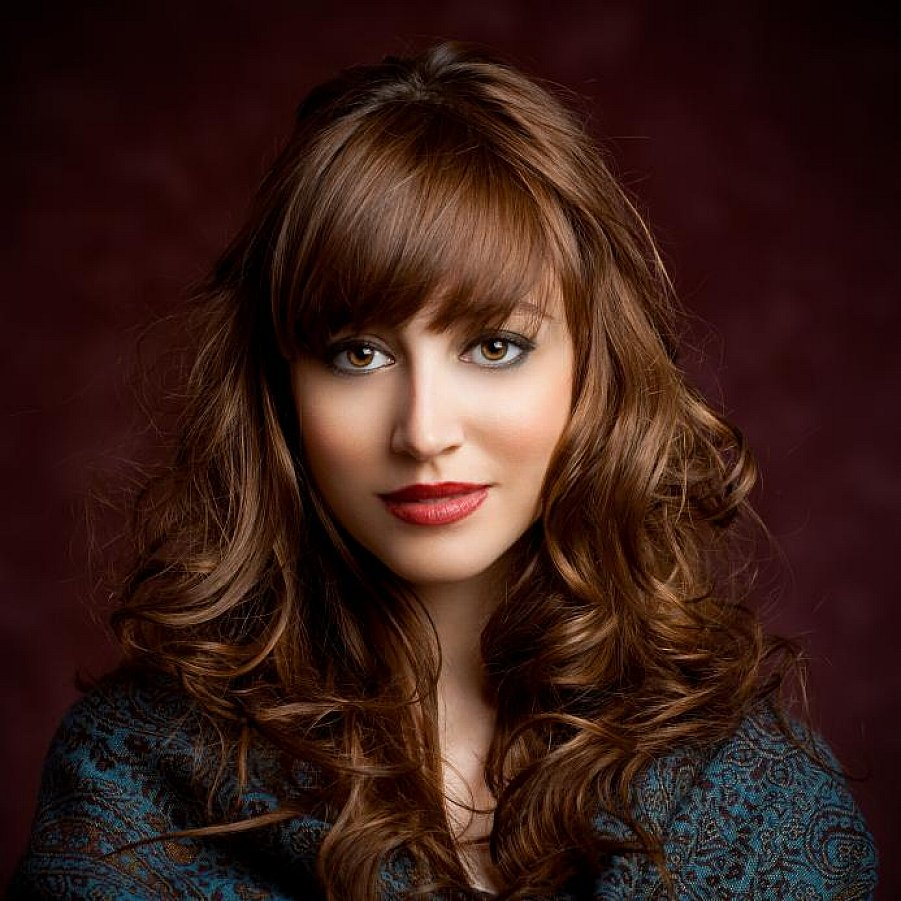Beautiful-Long-Wavy-Shag-Hairstyles-with-Bangs