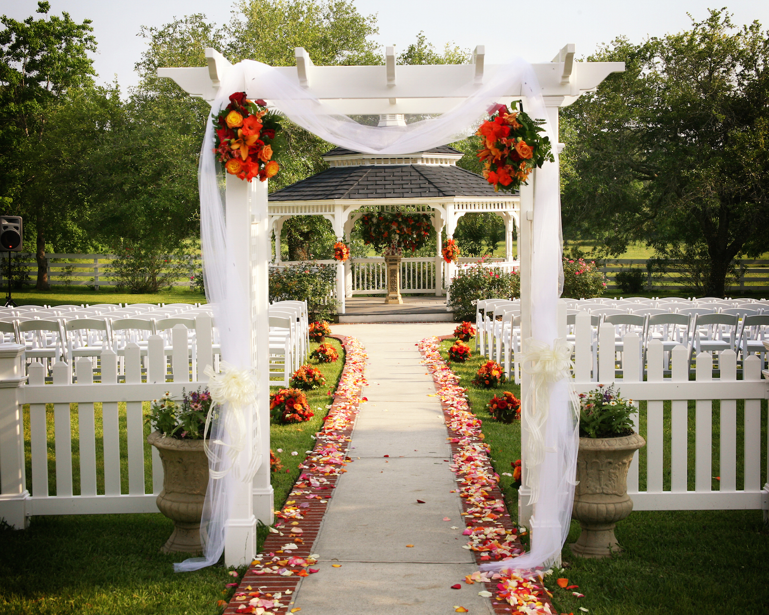 35 outdoor wedding decoration ideas for Outdoor wedding decoration ideas