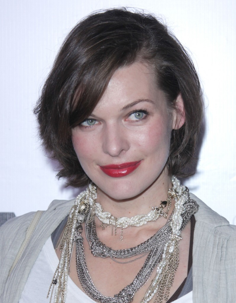 milla-jovovich-short-layered-sexy-hairstyle