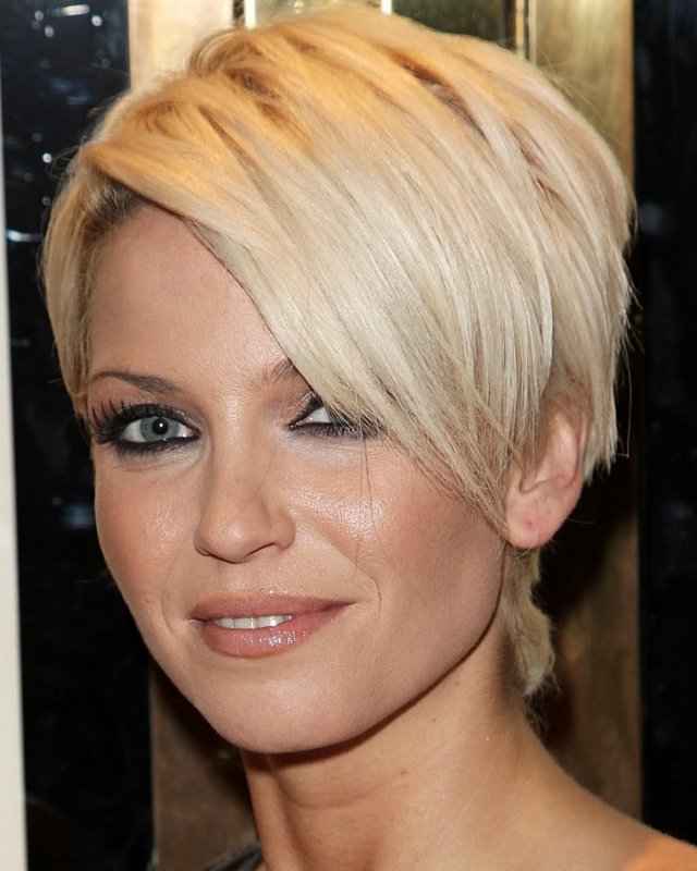 short-layered-hairstyles-for-women-over-40