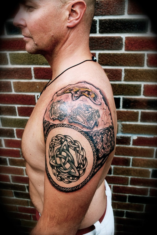 Amazing Celtic Tattoo On Shoulder