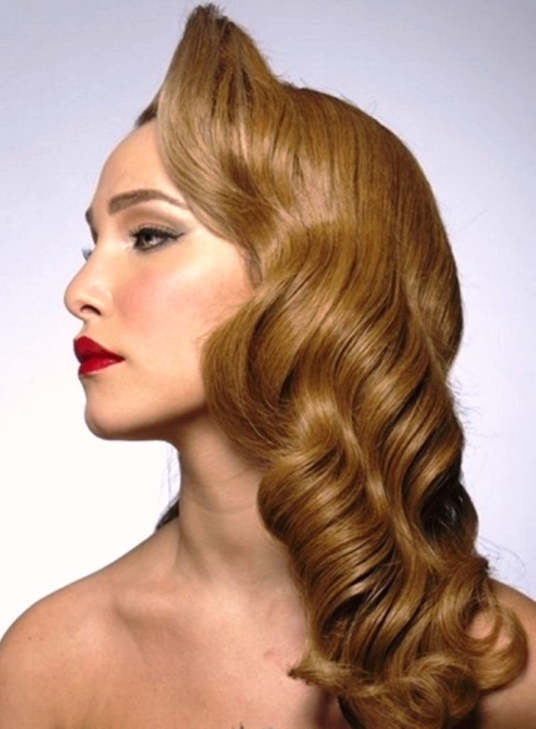 Classy Vintage Hairstyle for Women
