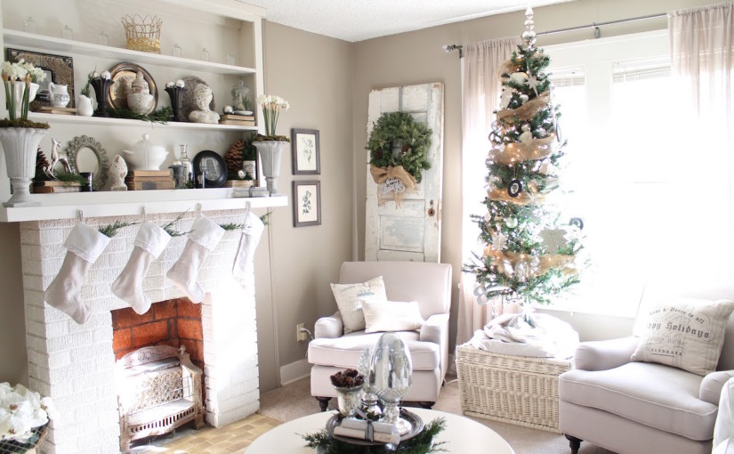 25 White And Silver Christmas Tree Decorations Ideas