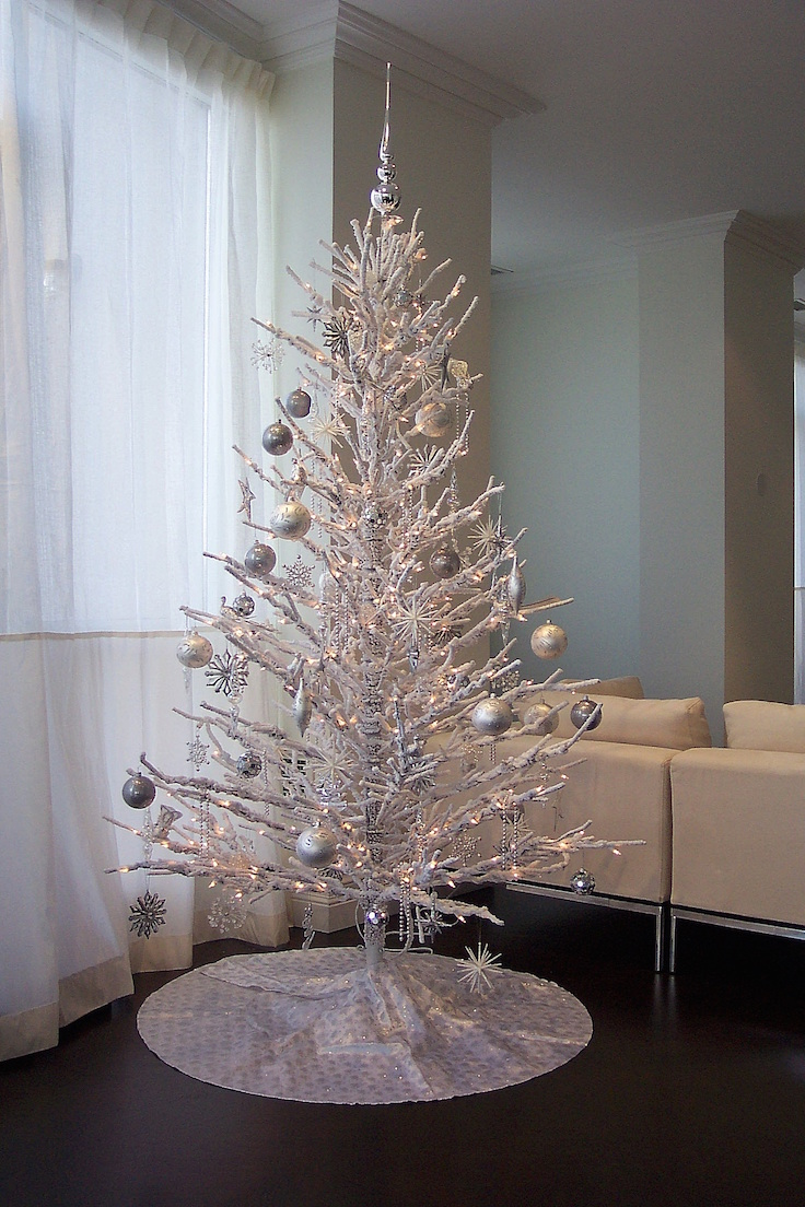 25 white and silver christmas tree decorations ideas White christmas centerpieces