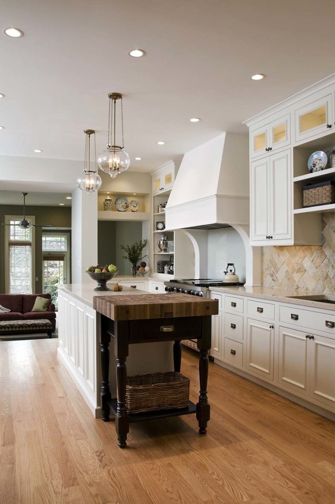Natural Eye Catching Traditional Kitchen