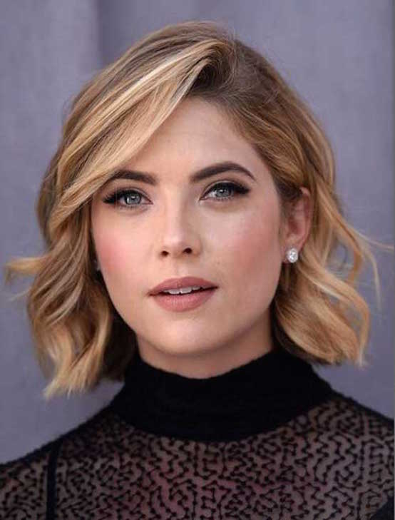 Chic Short Thick Wavy Blonde Hairstyle