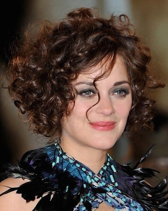 21 Curly Hairstyles For Round Faces - Feed Inspiration