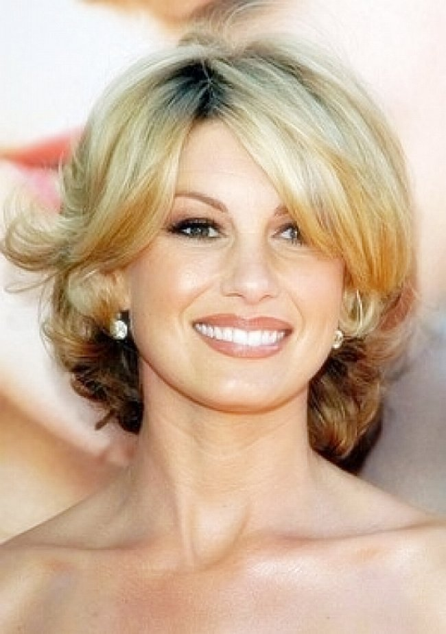 25 Stylish Hairstyles For Women Over 40 Feed Inspiration