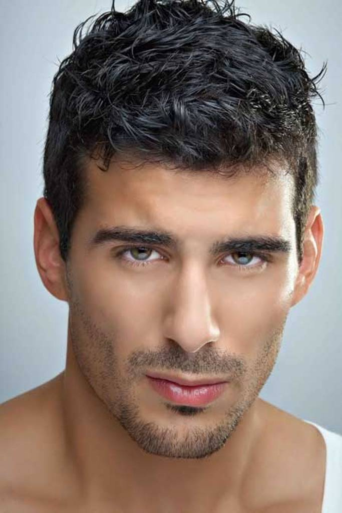 20 Cool Wavy Hairstyles For Men - Feed Inspiration