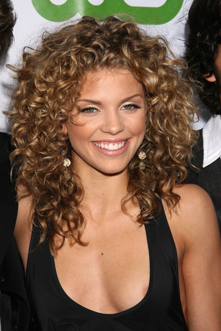 21 Natural Curly Hairstyles Stylish Girls Are Rocking ...