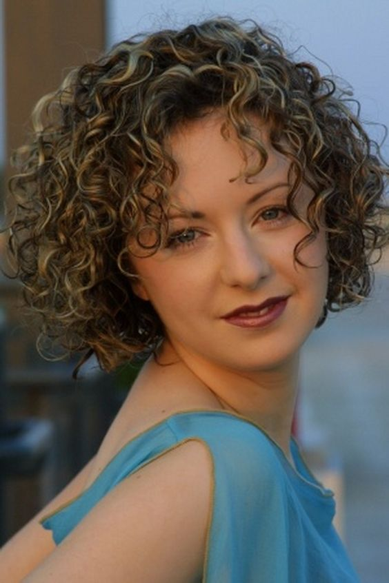 21 Short Curly Hairstyles For Women Over 50 - Feed Inspiration
