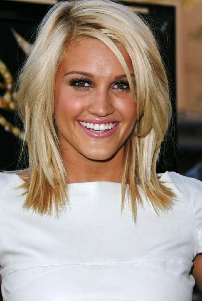 medium layered hairstyles round faces