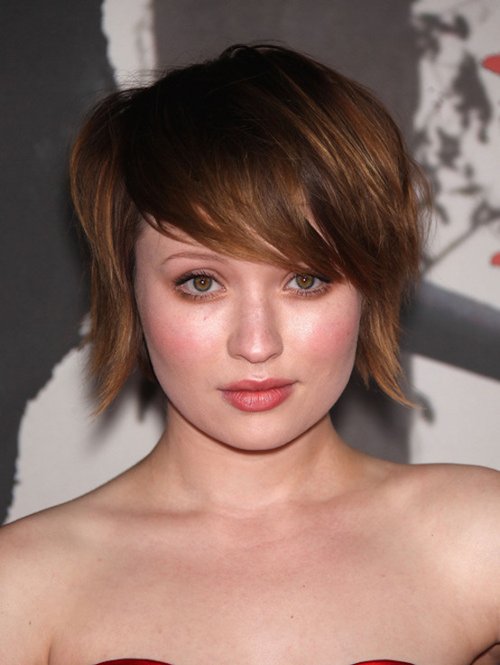 short bob haircut for round face