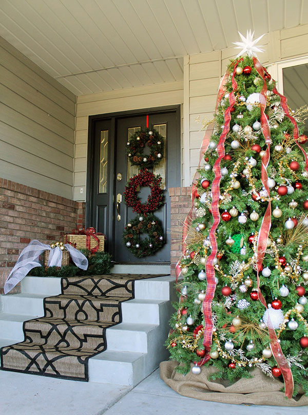 Christmas Decorating Ideas for the Front Door