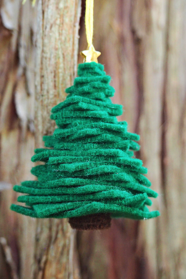 easy felt tree ornaments