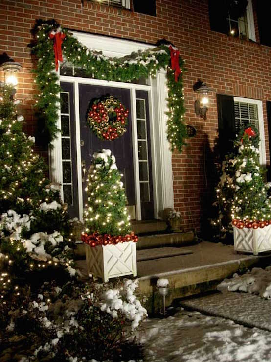 20 christmas garland decorations ideas to try this season Outdoor christmas garland ideas