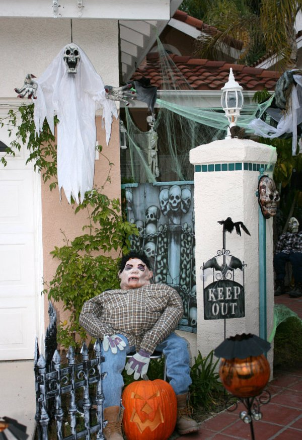 Spooky Outside Halloween Decorations Ideas