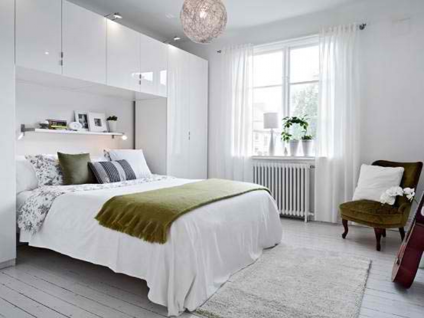 Bright-Bedroom-Decorating-Ideas-For-Studio-Apartments
