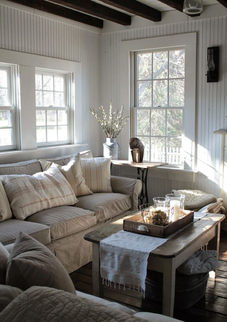 Farmhouse Living Room Designs 12