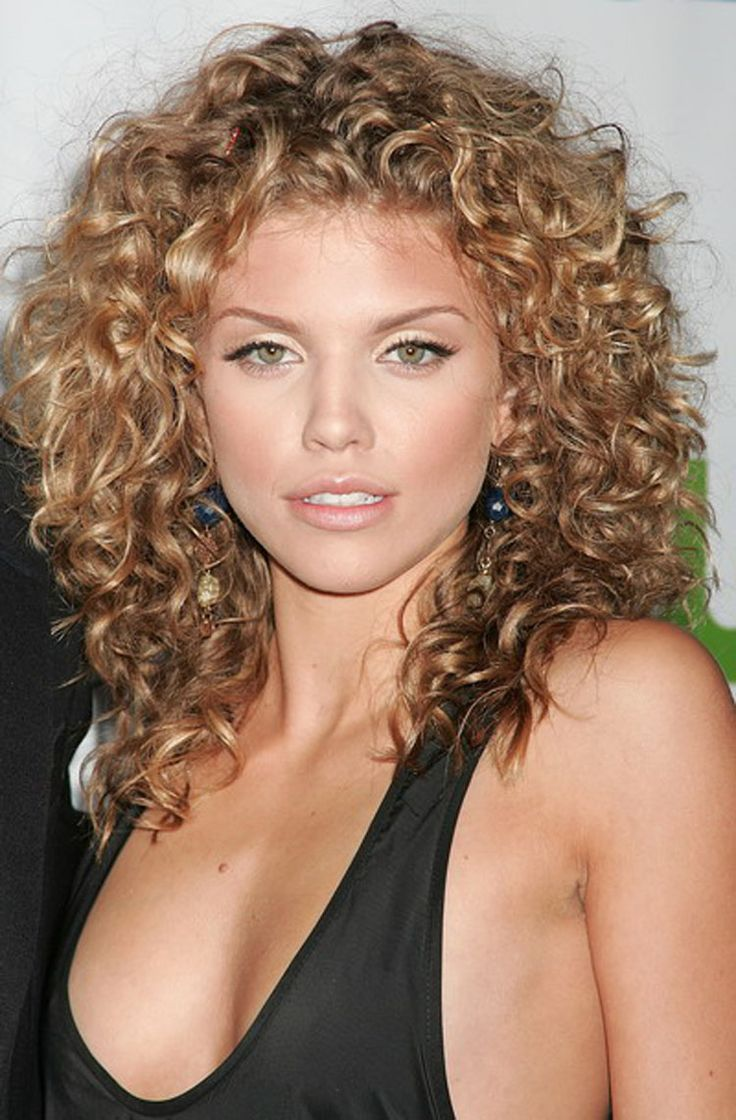 25 Medium Length Curly Hairstyles For Womens - Feed Inspiration