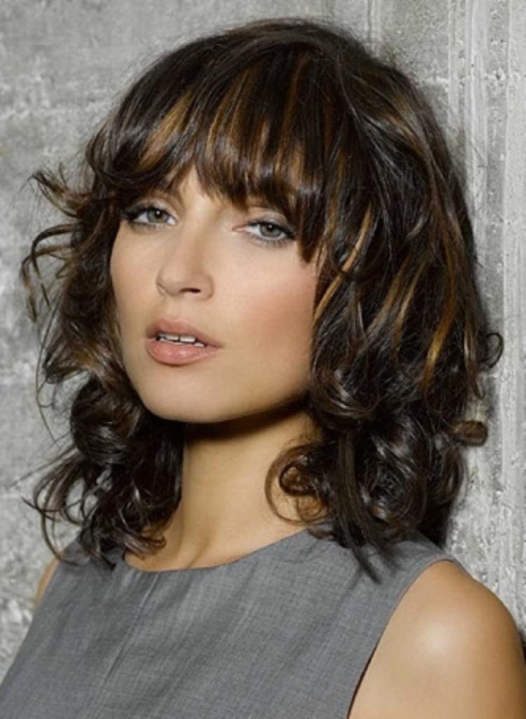 21 wavy hairstyles for medium length hair  feed inspiration